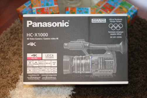 Panasonic HC X1000 en su caja